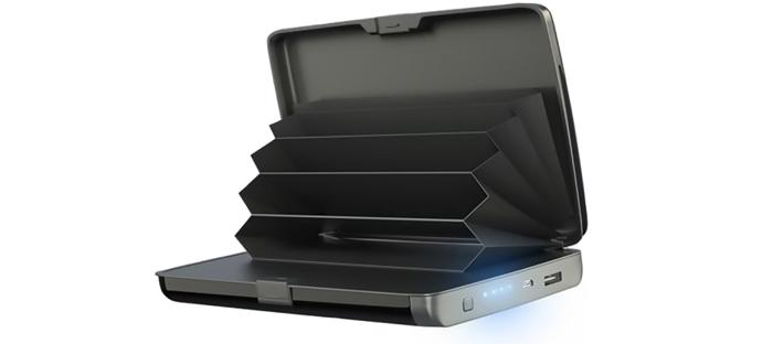 E-Charge Wallet: компактно портмоне, с което едновременно може да заредите и телефона си, независимо къде се намирате